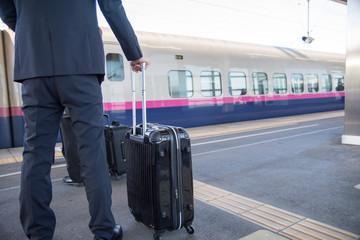 新幹線で出張イメージ