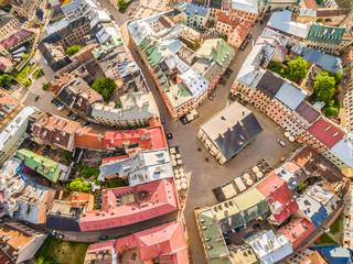 Lublin - stare miasto z lotu ptaka. stary trybunał koronny i inne atrakcje turystyczne - widok z powietrza.