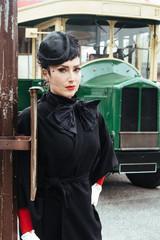 Femme élegante Bus retro