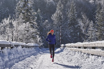 Germany, Bavaria, Isar valley, Vorderriss, woman jogging in winter