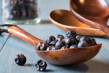 A spoonful of juniper berries