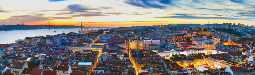 Fototapete - Panorama of Lisbon at twilight