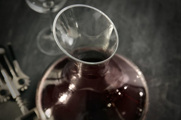 Photo sur Toile Musique Glass carafe of red wine on gray background