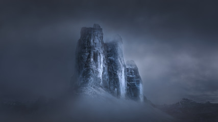 Tuinposter Bergen Dramatic misty atmosphere on famous mountain peaks