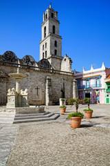 Plaza de San Francisco mit Kirche und Brunnen, Havanna, Kuba