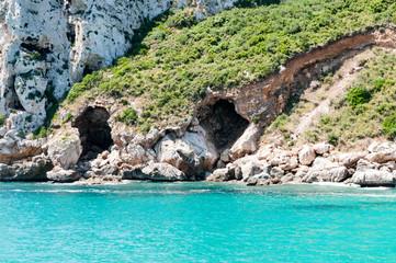 Höhlen am Strand
