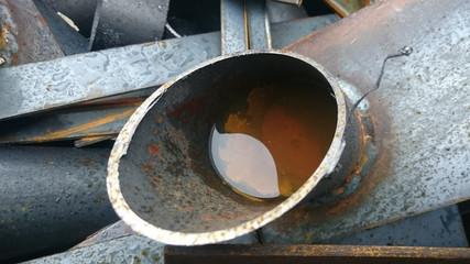 Rest eines abgesägten Stahlrohres, Nahaufnahme