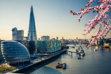 Photo sur Aluminium London Aerial view on thames and london city at spring