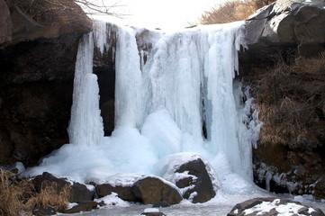凍結した仙酔峡の滝