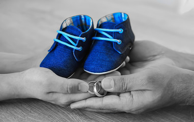 el ele mavi pabuçlar