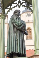 Lutherdenkmal mit Uhr