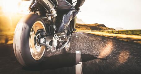 Schnelles Motorrad auf Landstraße mit Bewegungsunschärfe Wall mural