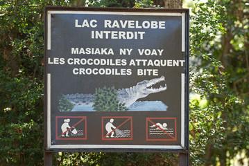panneau attaque de crocodile, Parc National d'Ankarafantsika, Lac Ravelobe, Madagascar