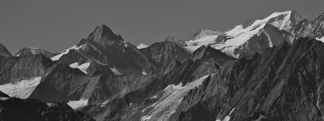 Foto auf Gartenposter Gebirge Mountain peaks in the Swiss Alps