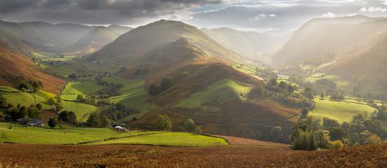 Foto op Plexiglas Heuvel Amazing light in Martindale Valley, Lake District.