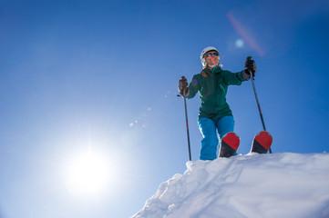 Skifahrerin in Startposition