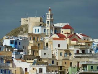Der malerische Ort Olymbos auf der ägäischen Insel Karpathos, Griechenland, im Nachmittagslicht