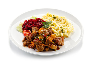 Goulash with mashed potatoes and vegetables
