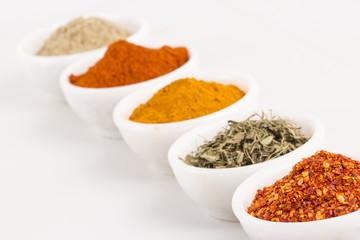 Fotorolgordijn Kruiden Various Spices in Bowls