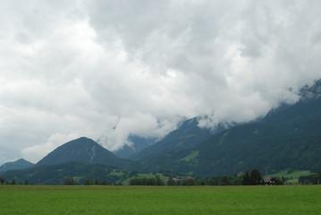 Foto op Plexiglas Onweer góry w chmurach