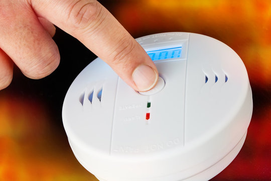 Test of a smoke and fire alarm with carbon monoxide sensor capability
