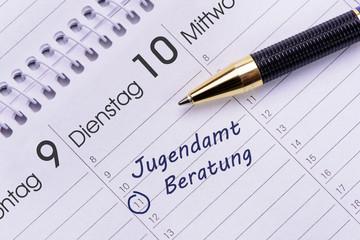 Beratung im Jugendamt markiert im Terminkalender