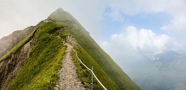 Gratwanderung im Nebel, Brienzer Rothorn, Schweiz
