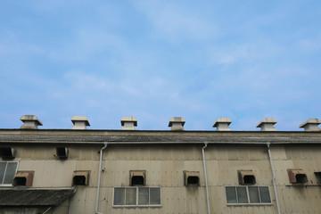 工場の屋根の排気口