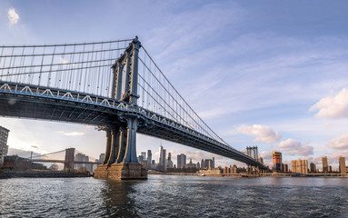 Fotomurales - Manhattan Bridge with Brooklyn Bridge and Manhattan Skyline as background - New York, USA