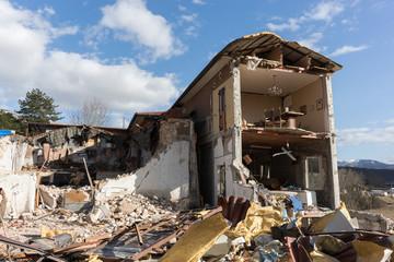 Casa distrutta dal terremoto in Norcia, Italia