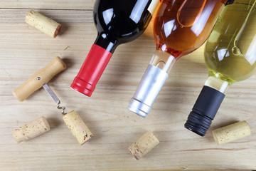 Rotwein, Weißwein und Rosewein mit Korken
