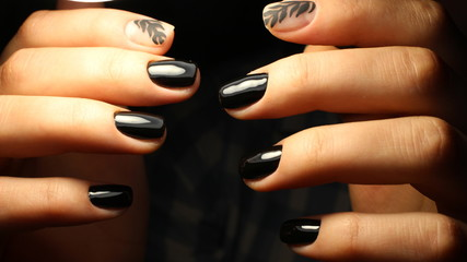 It is an elegant manicure with a pattern of black color