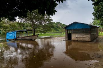 Einfache Hütte im Bolivianischen Amazonas