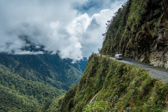 Death Road – Todesstrasse Biking durch die Yungas