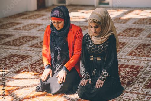 muslim women Amid alarming political rhetoric, an intriguing phenomenon has appeared: the emergence of american muslim women.