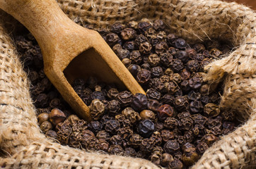 Black pepper peas in a sack and scoop