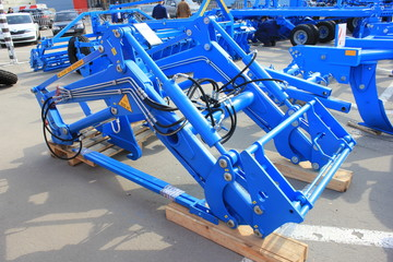 agricultural equipment trailed shovels on a tractor wheel spring hydraulic cylinders
