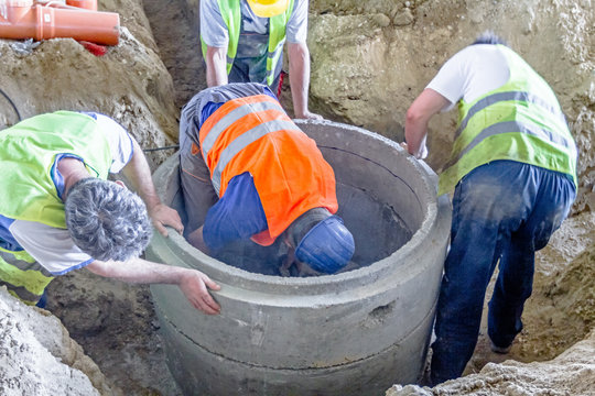 New manhole is under construction