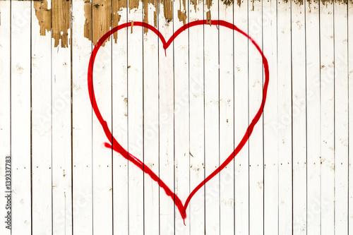 Weisse Holzwand Mit Rotem Herz Hintergrund Stockfotos Und