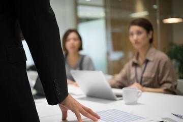 会議のイメージ(オフィス・男性・女性)