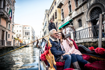Foto op Aluminium Gondolas Happy couple on romantic holiday in Venezia