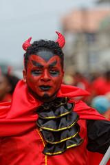 Beau maquillage de diable rouge à la journée des diables rouges du carnaval de Cayenne en Guyane française