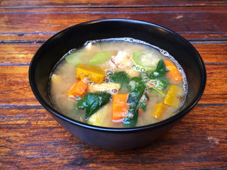 Thai spicy mixed vegetable soup with prawns (Kang Liang Goong Sod)