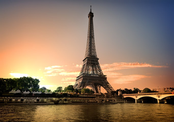 Fototapete - Summer evening in Paris