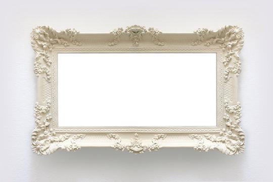 Bilderrahmen: Weiß, Barock, verschnörkelt mit Freifläche vor weißem Hintergrund