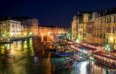 Venise le grand Canal la nuit