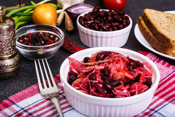 Salad of raw vegetables, red beans, bread