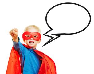 Junge als Superheld mit Sprechblase