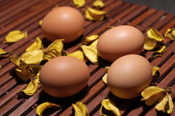 eggs color yellow