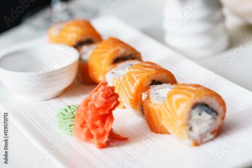 sushi set stockfotos und lizenzfreie bilder auf bild 139570713. Black Bedroom Furniture Sets. Home Design Ideas